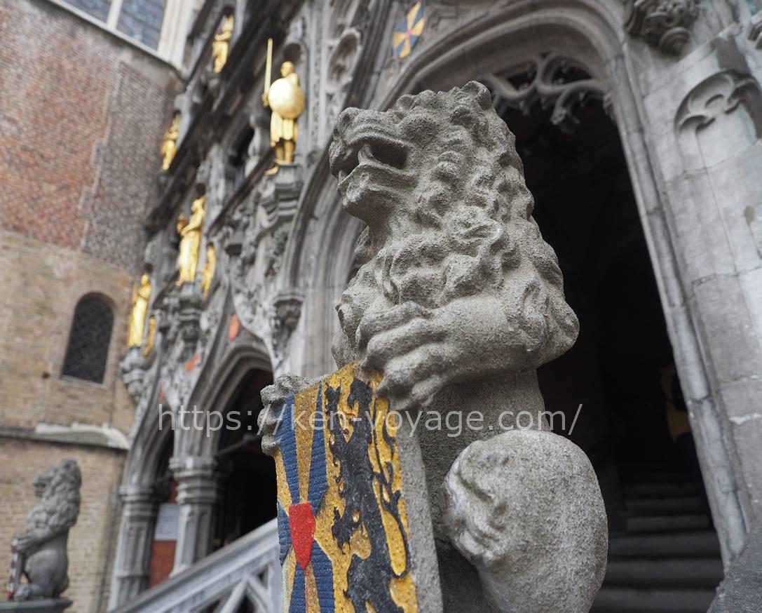 Lion at Basiliek van het Heilig Bloed